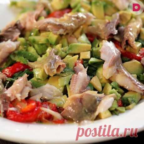 Стас Костюшкин в «Домашней кухне»: быстрый салат с копченой скумбрией, рецепт приготовления