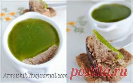 Паштет из куриной печени (запеченный) с зеленым желе