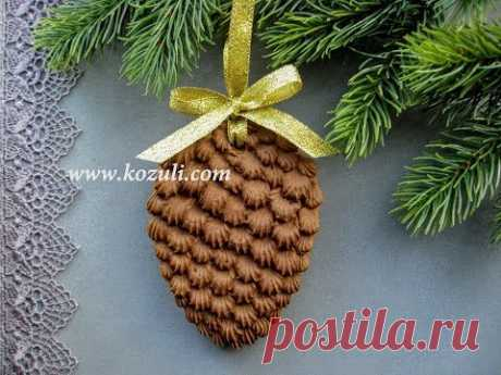 Ginger gingerbreads for New year. List of gingerbreads. Ginger gingerbreads on a New Year tree of the Cone