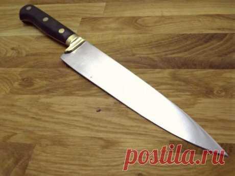 Упал нож: что сулит примета Существует множество примет про кухонную утварь. Узнайте о том, какие события предвещает упавший нож и стоит ли готовиться к неприятностям.