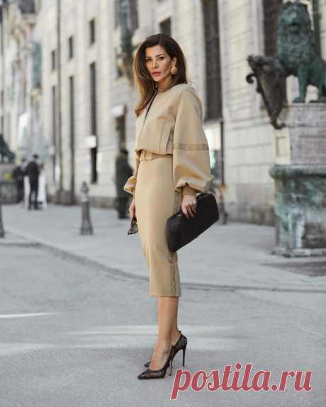 С чем носить юбку миди летом Юбка – тот элемент одежды, который должен присутствовать в гардеробе каждой женщины. Ведь именно эта вещь способна запросто подчеркнуть женственность и чувственность модницы. А модные тенденции, в сво...