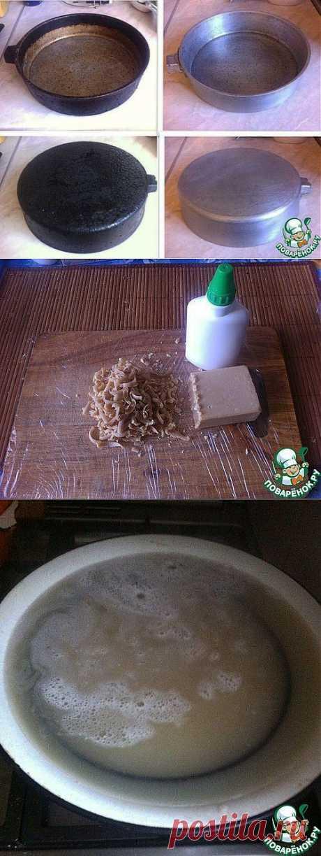 клей ПВА +хоз.мыло.....добавить воды.....2 часа кипит...жир размякнет,дальше мет. щёткой
