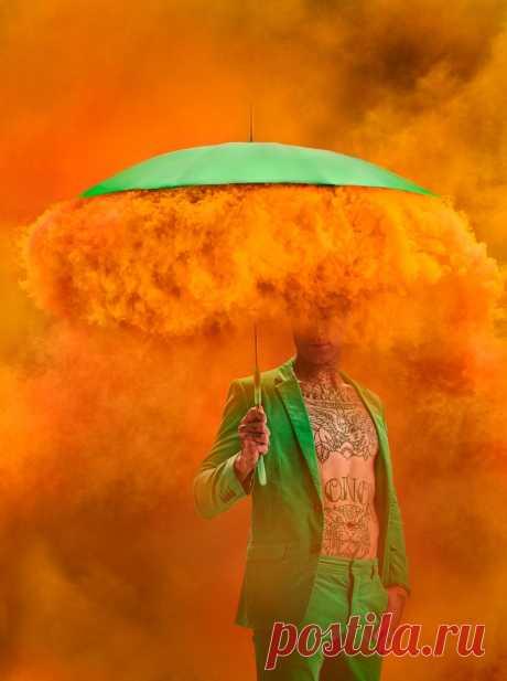 Фотосет из несочетаемых вещей: зонты, мода и дымовые шашки. Осень - время ярких красок!