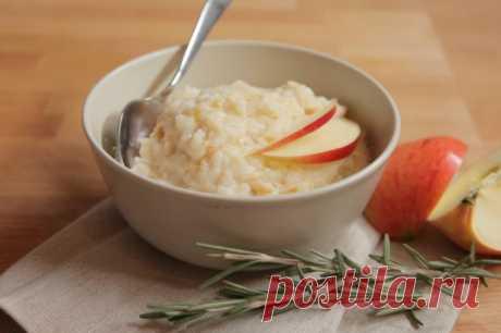 Рисовая каша на молоке с яблоками, розмарином и черным перцем - Портал «Домашний»
