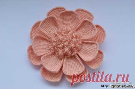 La flor multilaminar por la labor de punto de Tunicia