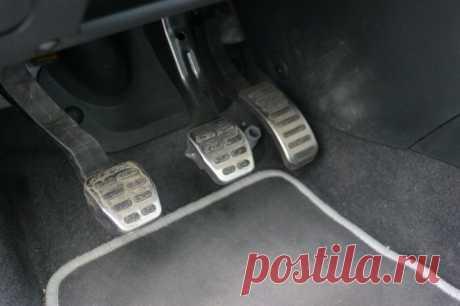 Можно ли избежать ДТП, если провалилась на ходу педаль тормоза?