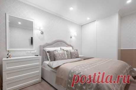 Интересный пример яркого оформления двухкомнатной квартиры