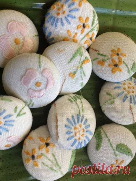 Текстильные пуговицы-броши