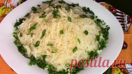 Как приготовить пикантный, ароматный и очень вкусный салат из фунчозы с дайконом.