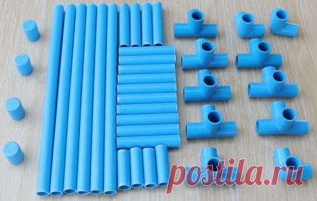 Функциональные самоделки из ПВХ труб Пластиковые трубы давно перестали использовать исключительно для сантехнических нужд. Легковесные, долговечные, отлично моделирующиеся, они являются незаменимым и востребованным материалом для создани...