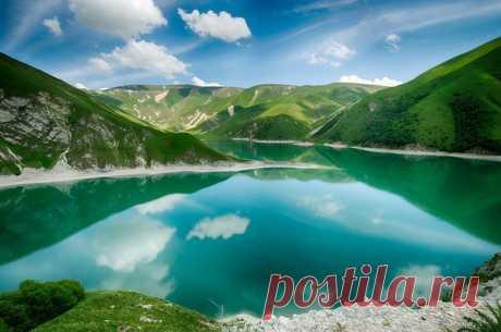 Озеро Кезеной-Ам, Северный Кавказ, Россия. Автор фото – Владимир Иванов: nat-geo.ru/community/user/28664/