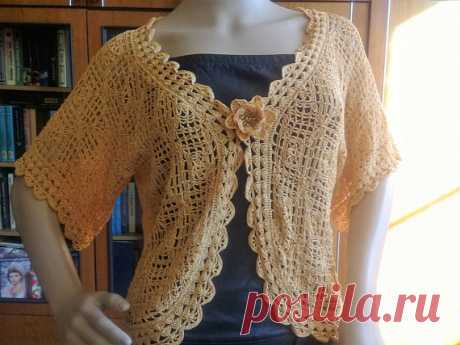 knitted bolero crochet, for women, gold color Crocheted crocheted bolero in a romantic style. Light and airy will give femininity and elegance to the image. Bolero can be worn over a dress or sundress. It looks beautiful both with a skirt, and with trousers.  size: S-M Color is gold Material: viscose silk.