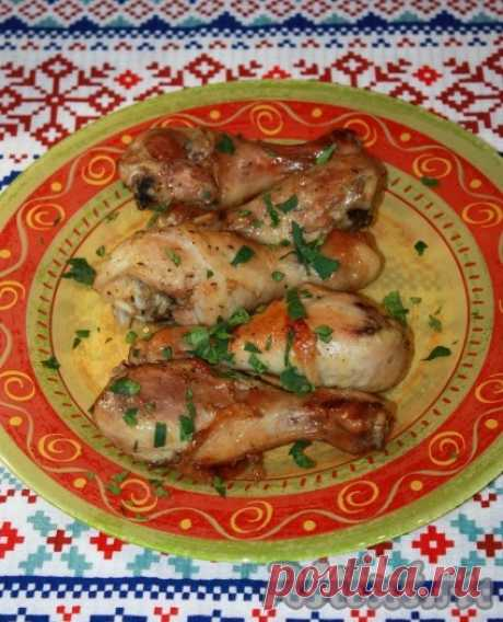Куриные ножки, запечённые с имбирём и чесноком - рецепт с фото Куриные ножки, запеченные с имбирём и чесноком, получаются очень вкусными, сочными и ароматными. По вкусу напоминают шашлык. А смесь имбиря и чеснока придают мясу неповторимый аромат. Ингредиенты