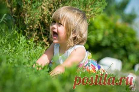 Ребенок упал: как правильно пожалеть и успокоить его