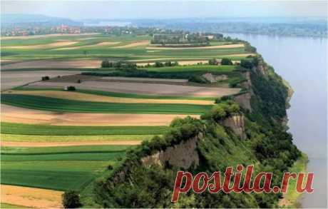 LANDSCAPES OF SERBIA.\u000d\u000a\u000d\u000aIn the heart of the Balkan Peninsula the Republic Serbia — the country with Slavic soul was located. Tourists not the chic and luxury of tourist services, and the purest air, the virgin nature and human (but not commercial) attracts to this amazing country relationship between people.