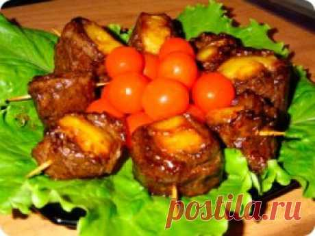 Телятина с ананасом Подавать блюдо нужно холодным с красным вином.  Эта мясная закуска просто супер вкусная и очень легко  готовить. Блюдо итальянской кухни.