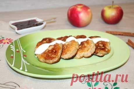 Оладьи с яблоками на кефире – 10 рецептов с фото (пышные)