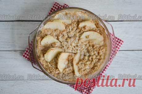 Полезная овсянка с яблоками, приготовленная в духовке