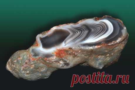Агат Ботсвана: магические свойства ботсванского камня, описание и значение, литотерапия, кому подходит по знаку зодиака, цена, украшения