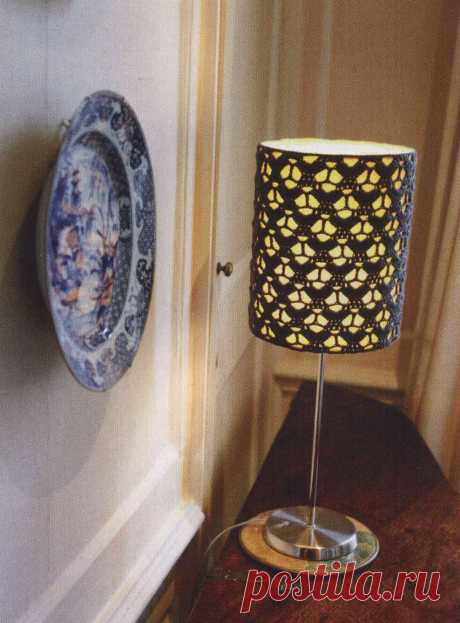 The lamp shade for a desk lamp