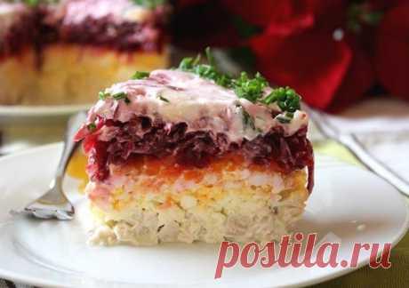 Свекольный салат «Генерал».              Ингредиенты: 2 варёные свёклы (среднего размера)100 г твёрдого сыра200 г отварного мяса4 варёных яйца2 варёные моркови (среднего размера)2 зуб. чеснокамайонез Приготовление:  …