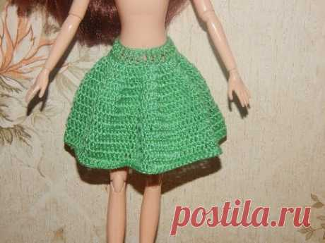 La ropa para las muñecas por el gancho. La falda - el Sol klesh.