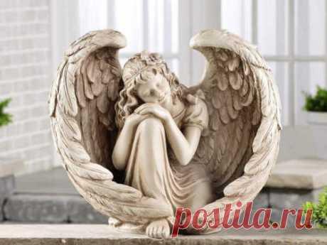 Молитва Ангелу-Хранителю: очень сильная защита.  Ангел-Хранитель — наш главный защитник и помощник в делах. Порой нам просто необходима его защита, но далеко не все знают, как призвать его в критический момент. Молитва — один из способов обратиться…