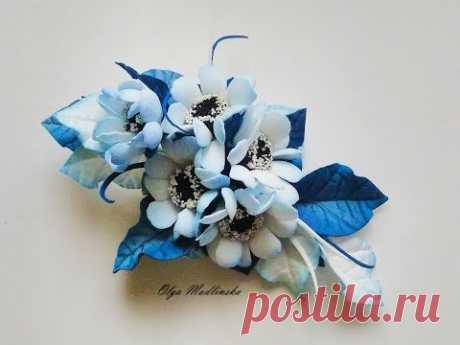 """Брошь """"Зимние цветы"""" из фоамирана."""