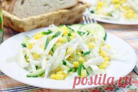 Салат с капустой и кукурузой Сочный овощной салат с капустой и кукурузой. Этот легкий салатик совсем не отразится на вашей фигуре.
