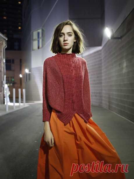 Свитер женский спицами Oporto от дизайнера Нора Гоан  По этому свитеру мало материала  -  схем нет.  Вот,все,что есть: Оригинальный свитер женский, вязаный спицами без швов, для новой коллекции компании, производящей пряжу, The Fibre Company. При создании этой коллекции дизайнер Нора Гоaн стремилась разработать современные модели для женщин, которые легко воспроизвести, и полностью отвечающие современным требованиям.  Вяжем свитер женский Oporto от дизайнера Norah Gaughan ...