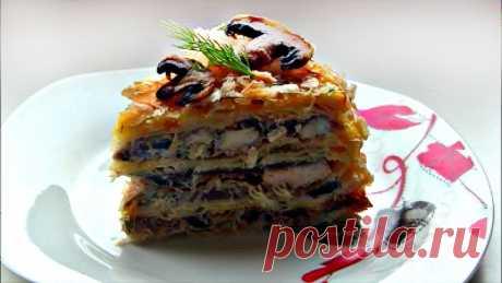"""Закусочный торт """" Наполеон """" с курицей и грибами Вкусный и пропитанный закусочный торт на основе слоеного теста , с очень вкусной начинкой - жареной курицей и грибами со сливками . Для приготовления понадобится : Слоеное тесто - 0,5 кг Куриное филе - 1 шт Грибы - 0,5 кг Лук - 1 шт Сливки 20 -30 % (или сметана) - 300 мл Майонез - 2 - 3 ст.л Зелень..."""