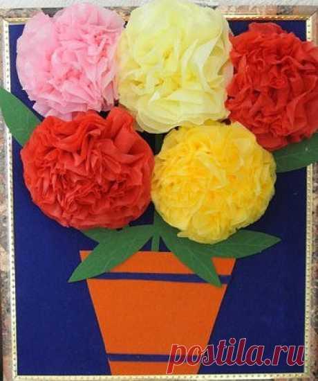 Пышные цветы из салфеток — Поделки с детьми