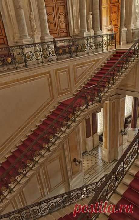 The Hermitage Museum, Saint Petersburg, Russia. Seriously, think of who has walked those stairs through the years. \u000d\u000aDe Eric Esquivel   Pinterest • el catálogo Mundial de las ideas