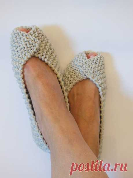 COTTON Womens Slippers - Footwear - Ballet flats - Handmade shoes - Knitted slippers - NenaKnit - Gift Wrapping - NonSlip   Beige non slip womens slippers are knitted from 100% mercerized cotton, ideal for summer, spring, autumn. Slippers are intended to be used indoors and fit like home shoes. Slippers come gift wrapped.  * Elastic strings are pulled through the edges on the top of the slippers to keep them from falling off your feet. * THE SOLES are treated with a non-toxic RUBBER COATING f...