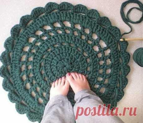 Вяжем крючком очень красивый коврик из трикотажной пряжи