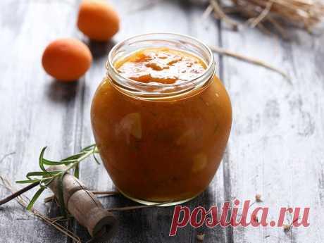 Соус из абрикосов из молодого чеснока с розмарином