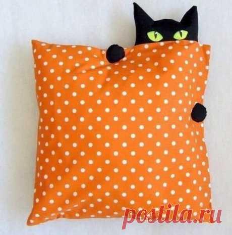 Декоративные подушки с кошечками