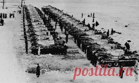 НИЧТО НЕ ДОЛЖНО БЫТЬ ПРЕДАНО ЗАБВЕНИЮ 7 марта 1944 года на вооружение Красной Армии передана танковая колонна имени Дмитрия Донского, созданная на средства верующих.