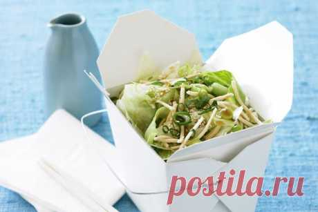 Lettuce and noodle salad with soy dressing