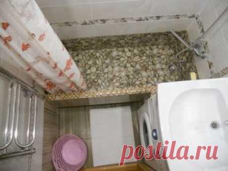 Этот парень сделал очень оригинальный ремонт ванной комнаты минимума средств. Теперь я также хочу такую ванну. .