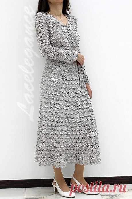 Красивое платье крючком. Описание Красивое платье крючком, не правда ли? Эту замечательную модель придумала и связала мастерица Lacelegance: кружевное платье с запАхом выполнено из шелковой итальянской пряжи и посажено на подкладку Подобное платье крючком настолько прекрасно, что сразу хочется связать нечто подобное. Давайте как следует рассмотрим это невероятное изделие, тем более, что на страничке автора есть ещё фотографии (пройдите по первой ссылке под текстом заметки)...