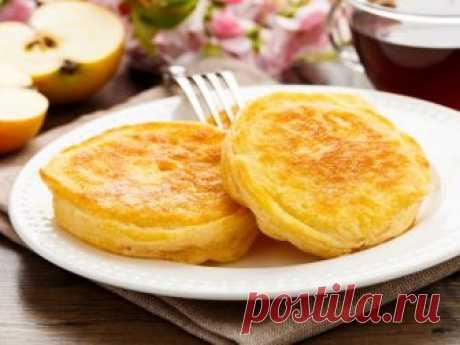 Яблочные оладушки Предлагаем вам на завтрак приготовить вкусные яблочные оладьи, которые получатся воздушными, легкими и пышными. Яблочный аромат будет витать в воздухе, пока вы будете готовить эту вкусняшку и, конечно же, соберет за столом всю семью.