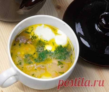 Суп из белых грибов с перловкой  Цикл - Интересные рецепты от ВСЁВСЁ.РУ  ------------------- Перловка — одна из самых полезных круп, к тому же она универсальна и сгодится для множества блюд. Не следует путать с ячневой крупой — она более мелкая и годится только в каши. В Италии из перловки готовят орзотто, но суп из белых грибов будет куда интереснее. Весь рецепт в наших страницах во всех соц сетях) Ваш ВСЁВСЁ.РУ
