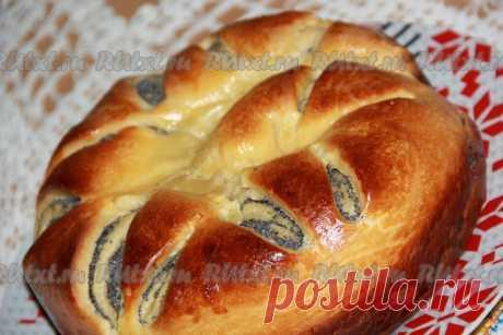 Королевский маковый пирог  Хочу поделиться рецептом макового пирога. Такой пирог можно испечь не только в будни, но и на праздник. Пирог получается большой, высокий, красивый и, конечно, очень вкусный.  Для приготовления королевского макового пирога понадобится:  мука - 600 г (+/-);  молоко - 130 мл;  сахар - 130 г;  яичный желток - 4 шт.;  дрожжи - 1 ст. л. (сухие);  масло сливочное - 150 г;  соль - щепотка;  ванилин - 12 г.  Для начинки:  мак - 100 г;  масло сливочное - ...