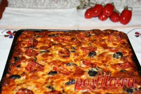 """""""Домашняя пицца"""" – возможность радовать своих близких хоть каждый день, ведь ее приготовление не отнимет у вас много времени или усилий, а все необходимые ингредиенты всегда можно найти в холодильнике. """"Домашняя пицца"""" – возможность радовать своих близких хоть каждый день, ведь ее приготовление не отнимет у вас много времени или усилий, а все необходимые ингредиенты всегда можно найти в холодильнике."""