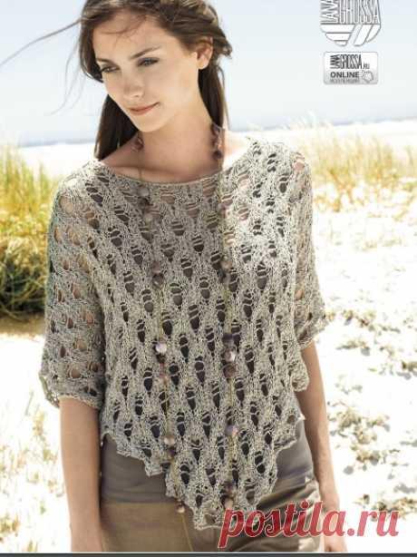 Пончо-пуловер с ажурным узором.