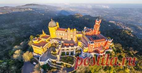 Сегодня устроим романтическую прогулку по сказочному дворцу Пена в Португалии. Не выходя из дома!