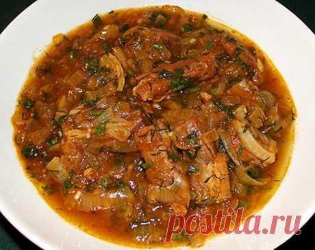Чашушули или солянка по-грузински Любитель грузинской кухни будут в восторге! Ингредиенты: говядина — 600 г лук — 4-5 средних луковиц томатная паста — 3-4 ст. ложки чеснок – 2 зубчика красный перец – 2 щепотки кориандр молотый – 5 щепоток хмели-сунели – 3 щепотки зелень – 2 пучка (кинза, петрушка, можно и...