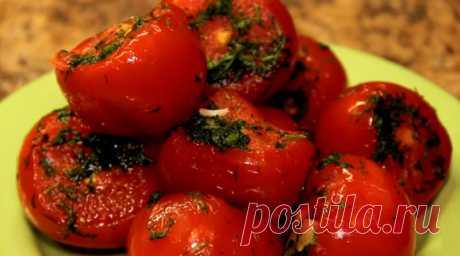 Малосольные помидоры с чесноком в пакете. Готовы через пару суток!