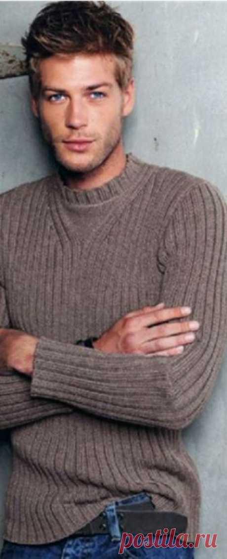Стильный мужской свитер спицами Понадобятся: Пряжа темно-бежевого цвета 700-750 гр.  Спицы: No 2,5 и No 3  Используемые узоры и рисунки:  Обычная резинка 3X2, спицами No 2,5 и 3. Число петель должно быть кратно как 5-ти, так и 3-м.  Нравится публикация?